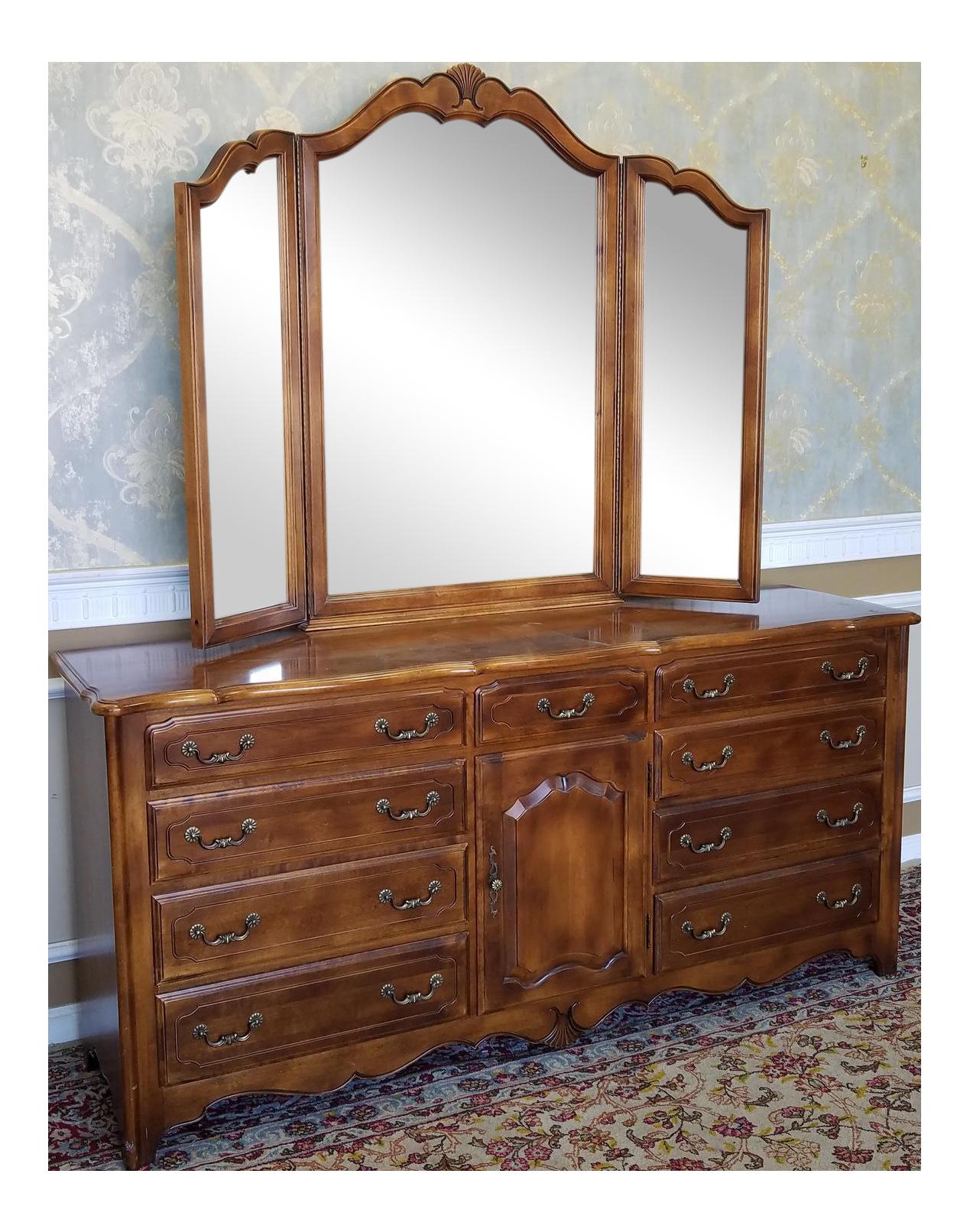 Restoration Hardware Bedroom Sets Ethan Allen French Country Bedroom Triple Dresser Amp Tri