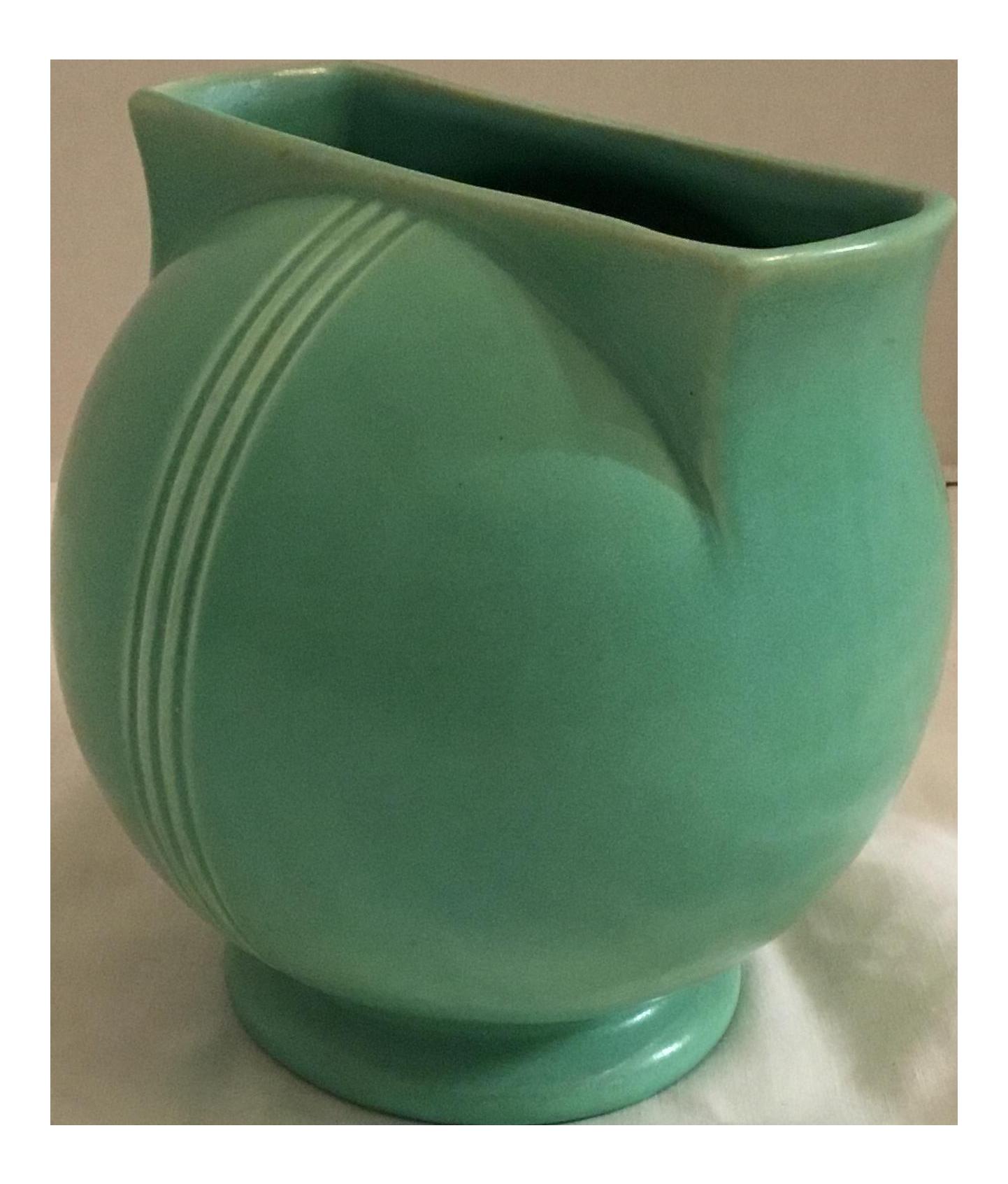 Art deco red wing 744 mint ball vase chairish for Deco pour vase transparent
