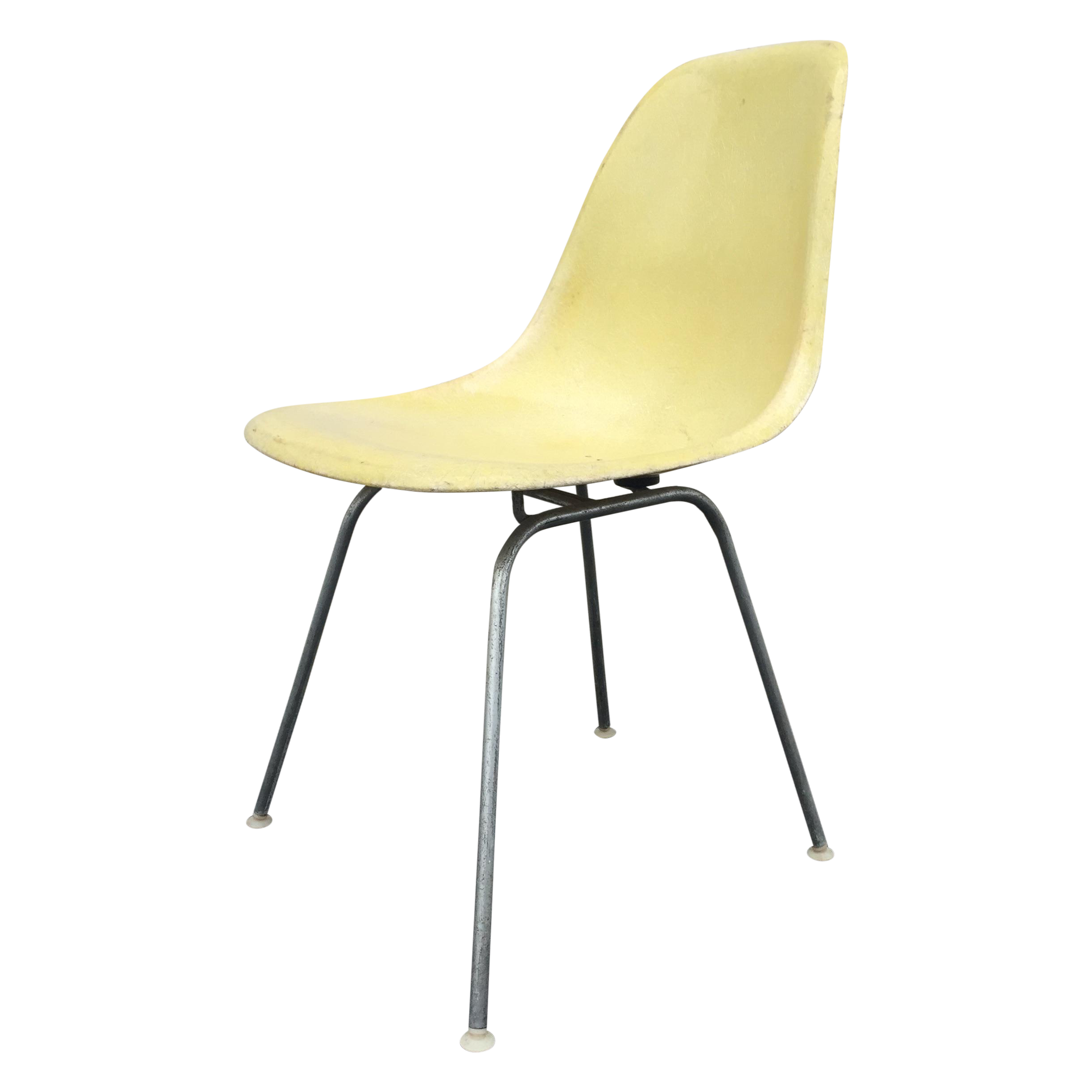 Mid century modern eames chair cool cleaning the chair for Chaise eames dsw transparent