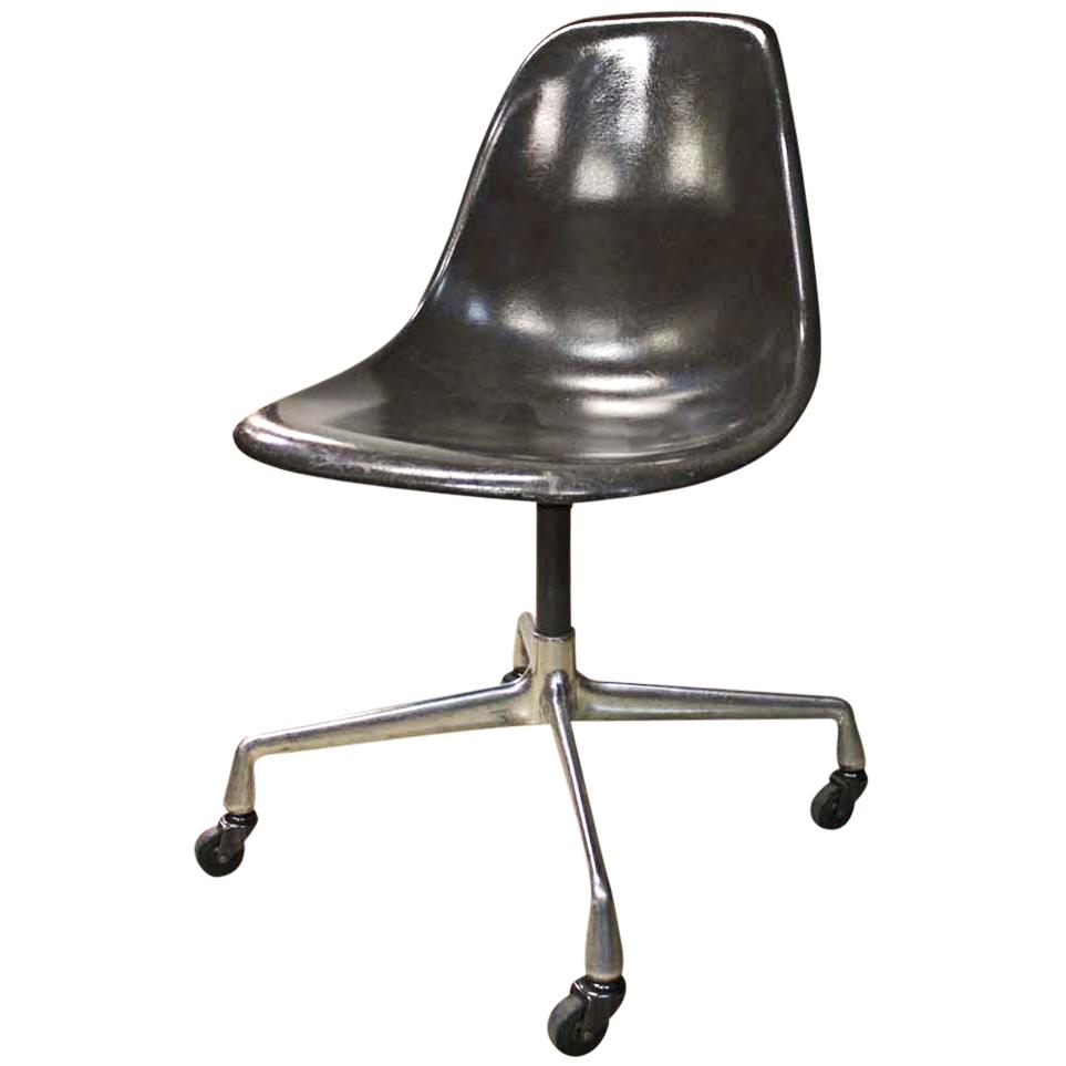 eames swivel fiberglass shell chair 30 avail chairish. Black Bedroom Furniture Sets. Home Design Ideas