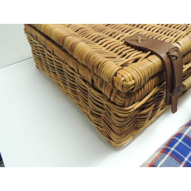 Vintage Picnic Wicker Basket - Image 8 of 9