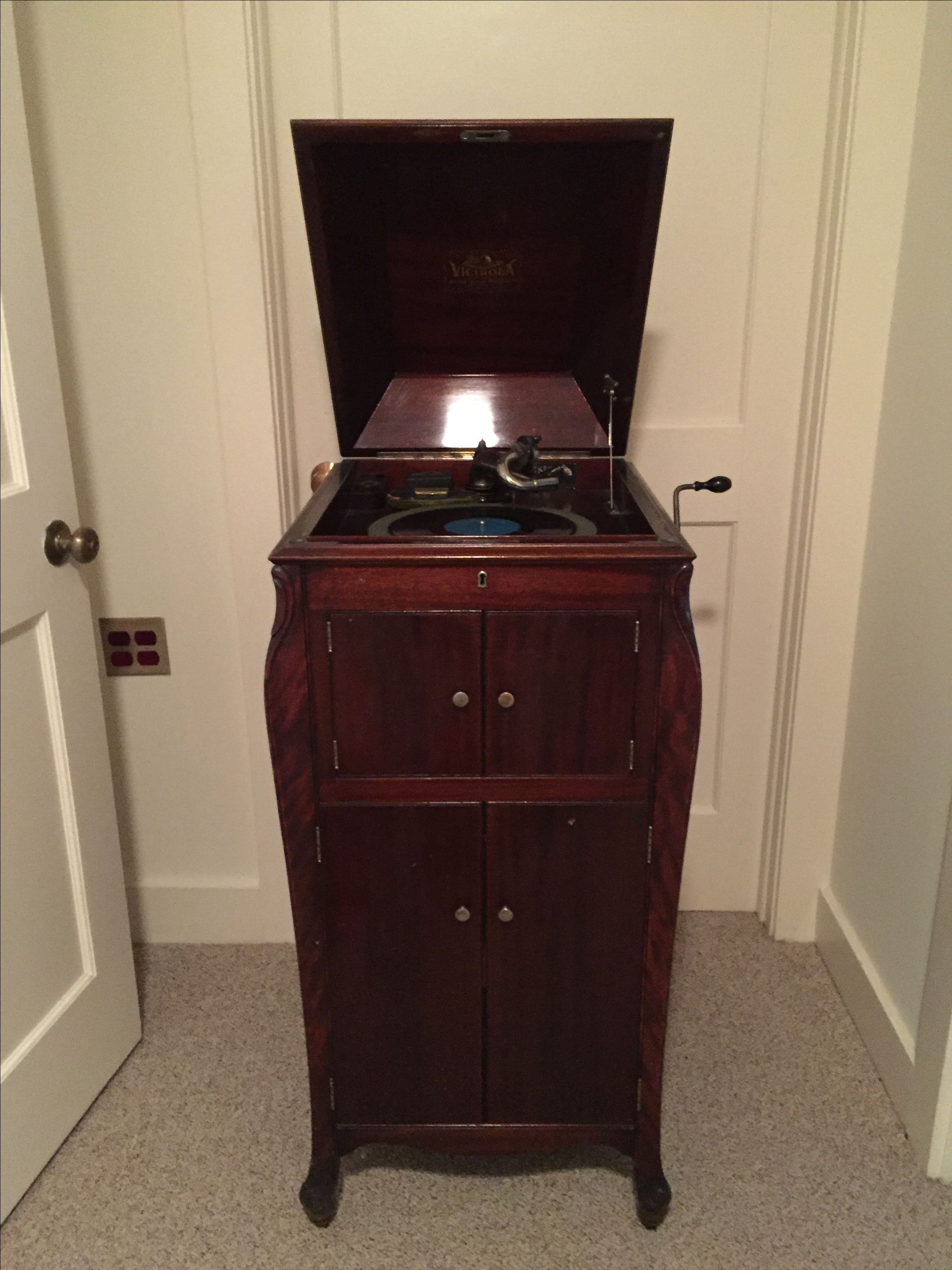antique victor talking machine