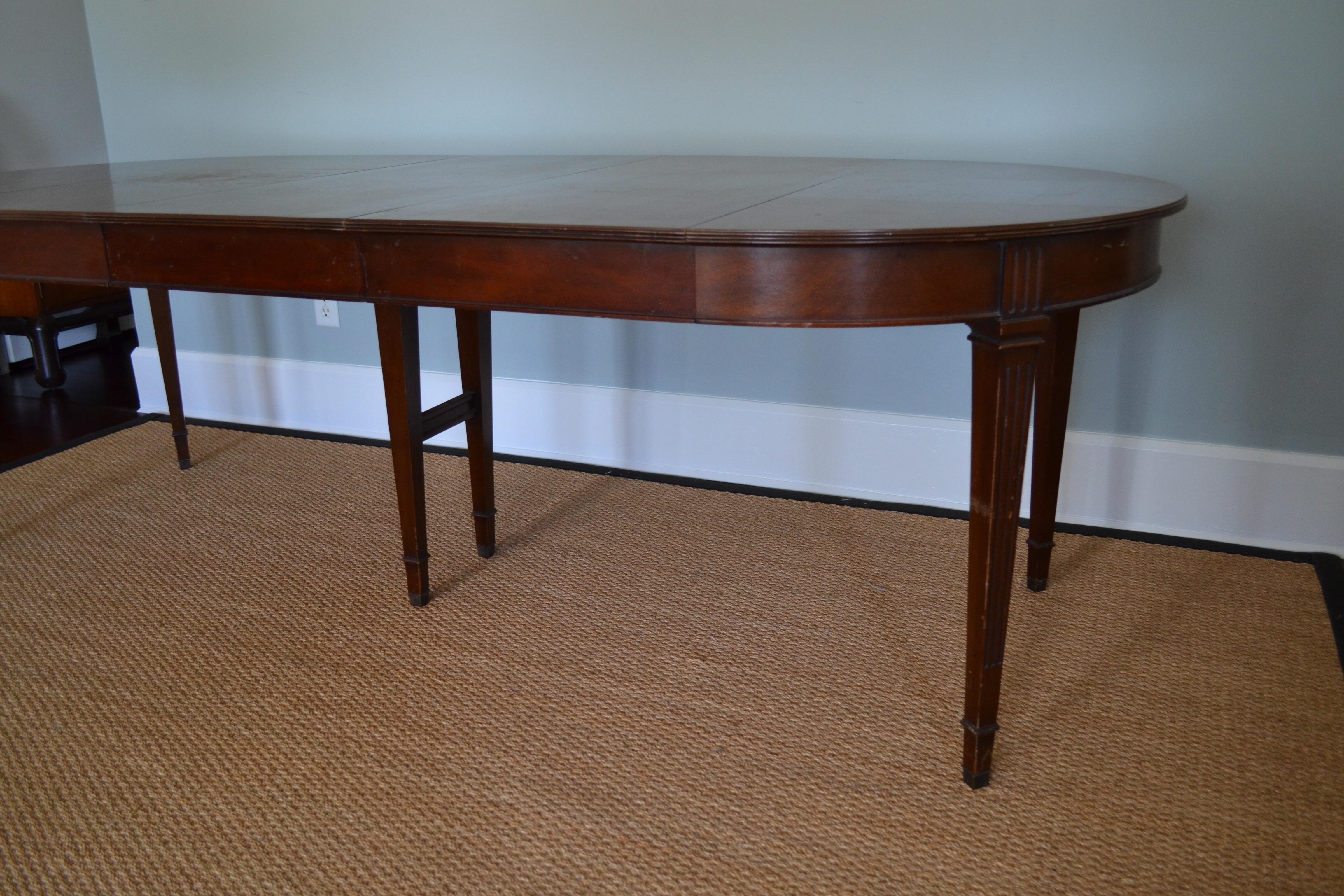 Henredon Mahogany Neoclassical Dining Table Chairish : henredon mahogany neoclassical dining table 7426aspectfitampwidth640ampheight640 from www.chairish.com size 640 x 640 jpeg 44kB
