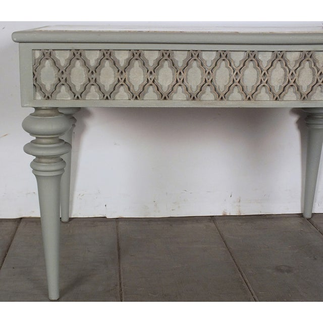 Regency-Style 1950s Painted End Table - Image 6 of 7