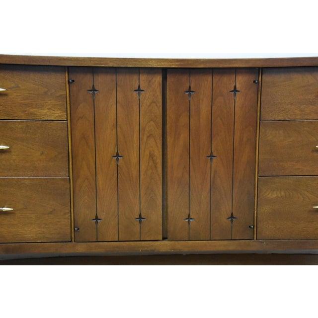 Broyhill Saga Star Studded Dresser - Image 10 of 11