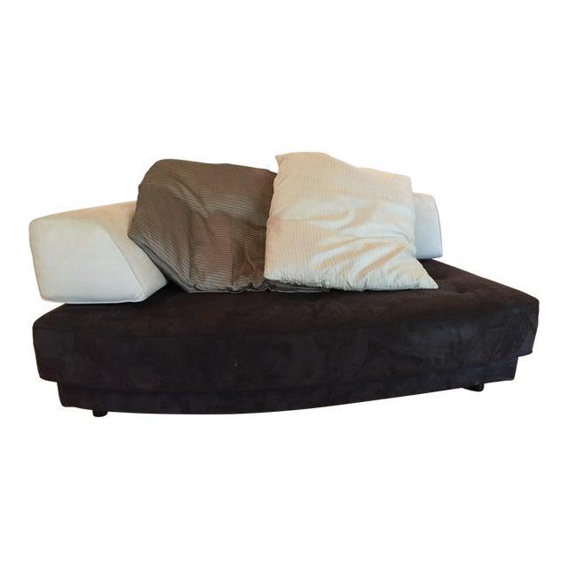 Modern roche bobois chaise lounge with 2 silk pillows for Chaise roche bobois