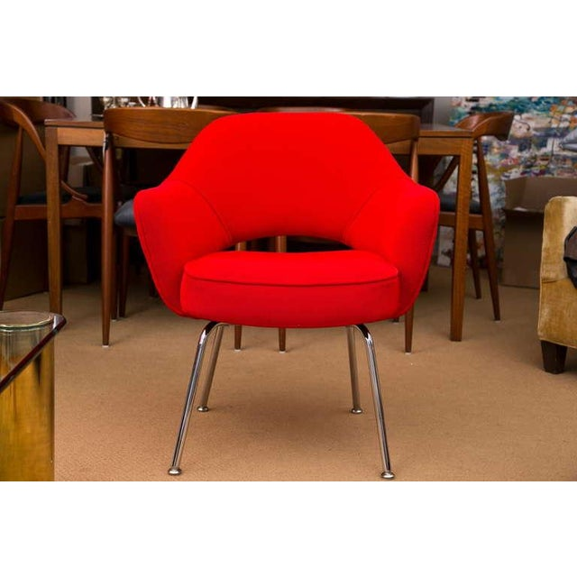 Saarinen Executive Armchair, Vintage Knoll Red Textile - Image 2 of 7