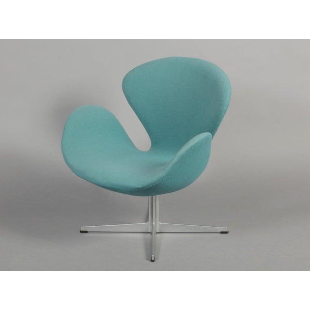 Arne Jacobsen Swan Chair - Image 4 of 6