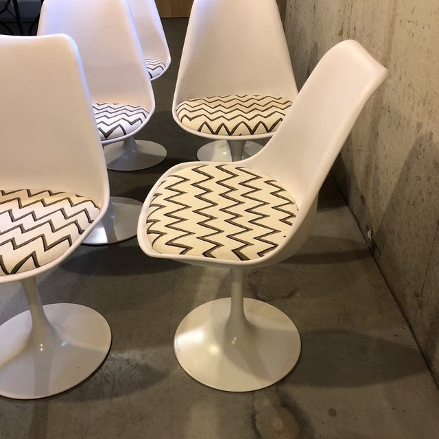 Molly Skok Zig Zag Seat Saarinen Chairs - Set of 6 - Image 5 of 6