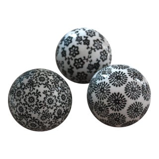 Black & White Balls - Set of 3