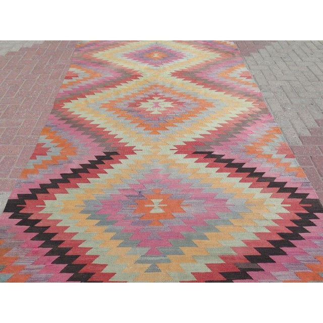 "Vintage Turkish Kilim Rug - 5'9"" X 9'3"" - Image 4 of 11"