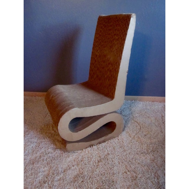 Gehry Inspired Cardboard Wiggle Chair - Image 6 of 10