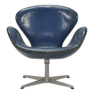 Arne Jacobsen Swan Chair in Original Blue Leather by Fritz Hansen