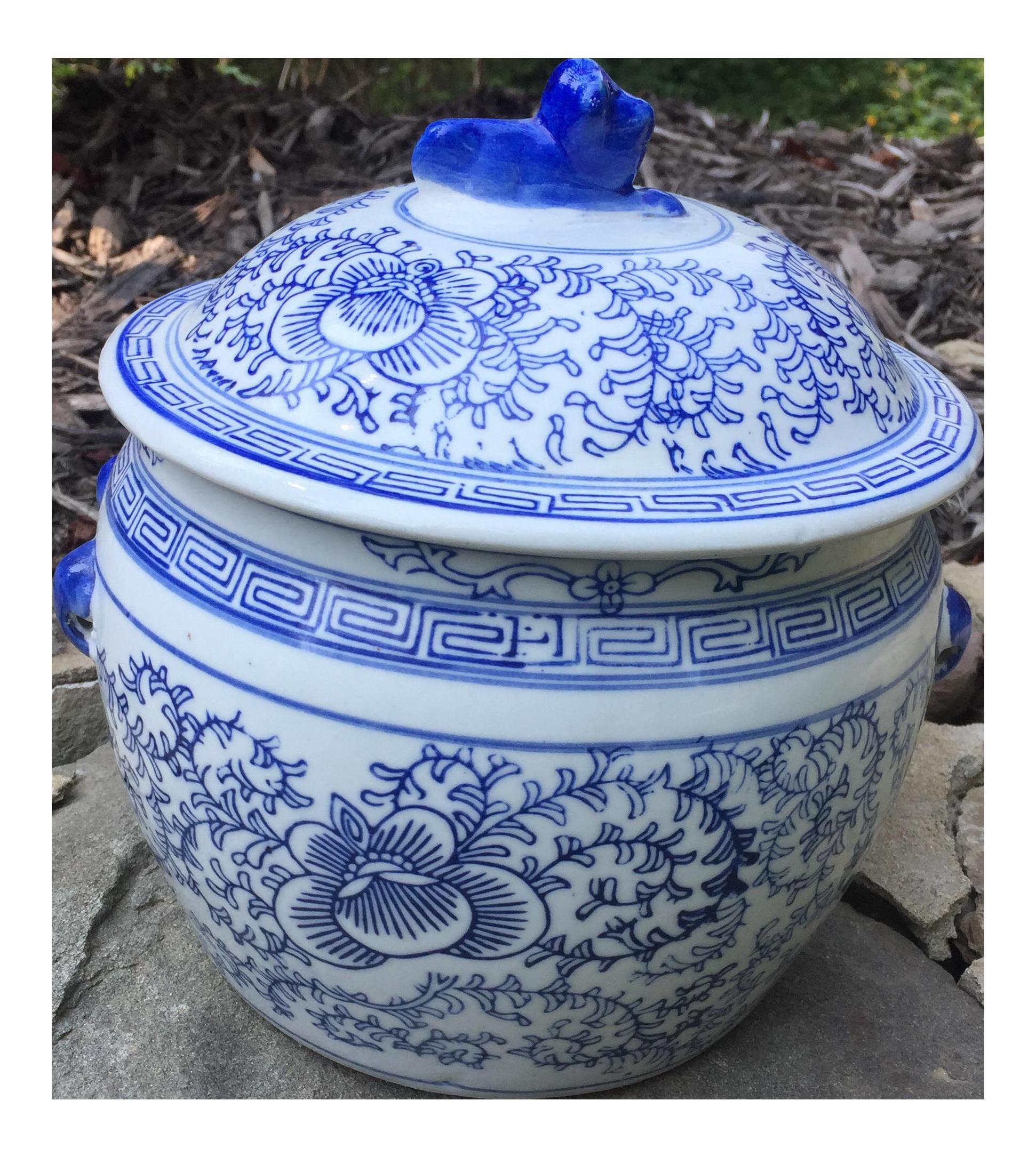 blue white chinese foo dog covered ginger jar - Ginger Jars