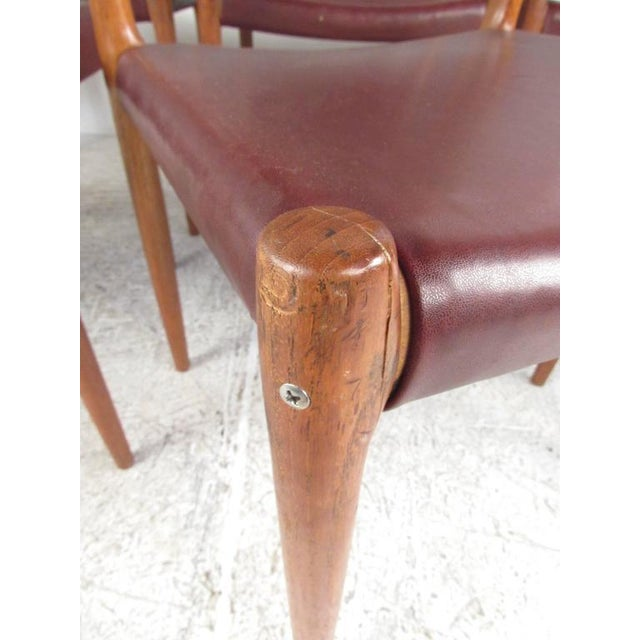 Mid-Century Modern Danish Teak Dining Table & Model 11 Moller Dining Chairs - Image 7 of 10