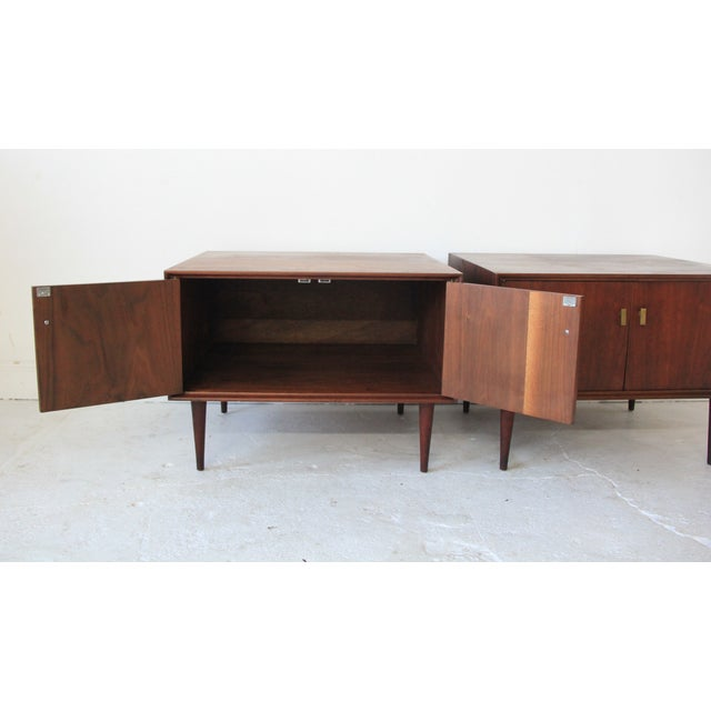 Vintage Mid Century Modern End Tables - Pair - Image 2 of 7