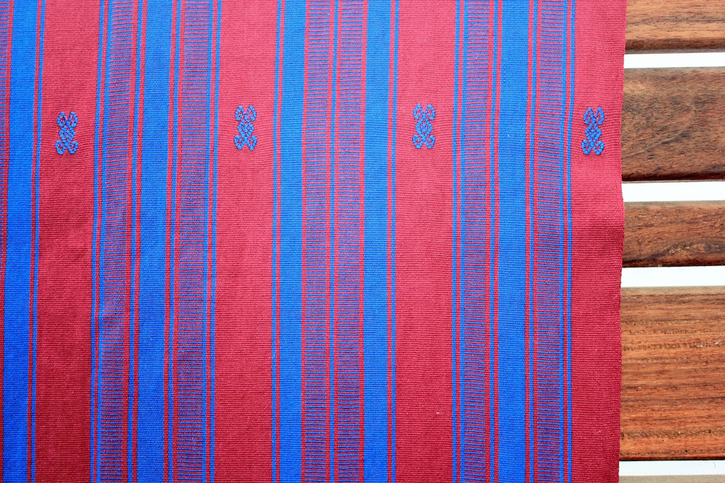 Pink amp Blue Rectangular Hand Woven Table Cloth Chairish : pink and blue rectangular hand woven table cloth 0030aspectfitampwidth640ampheight640 from www.chairish.com size 640 x 640 jpeg 76kB
