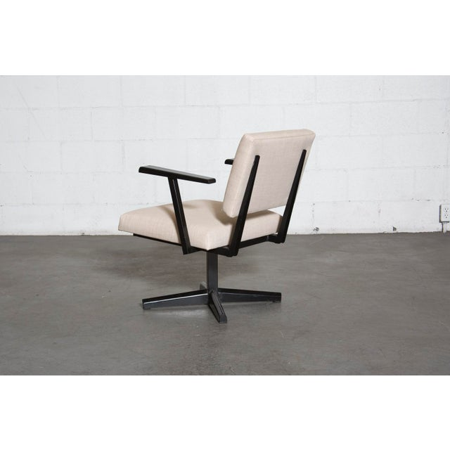 Image of Pedestal Style Office or Lounge Chairs
