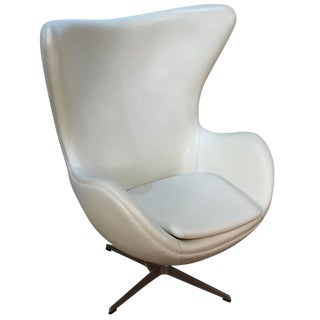 Arne Jacobson Style White Leather Egg Chair