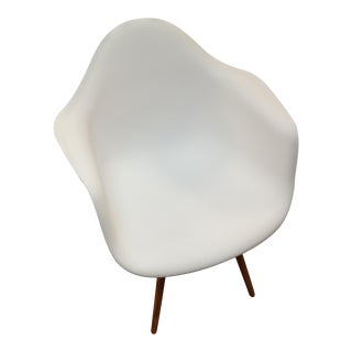 White Woodleg Arm Chair