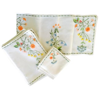 15-Piece Vintage Floral Table Linen Set