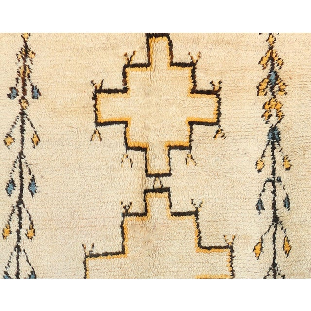 "Vintage Azilal Moroccan Berber Rug - 4'7"" x 8'0"" - Image 2 of 2"