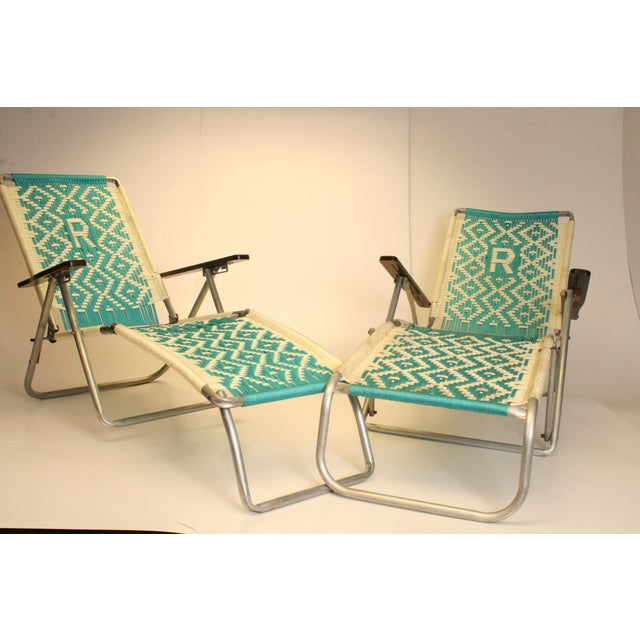Mid century modern aluminum folding chaise lounge chairs for Aluminum folding chaise lounge