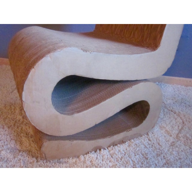 Gehry Inspired Cardboard Wiggle Chair - Image 9 of 10