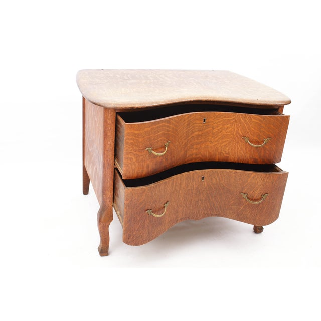 Low 2-Drawer Serpentine Chest - Image 4 of 6