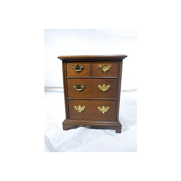 Diminutive Mahogany Dresser Box - Image 2 of 7