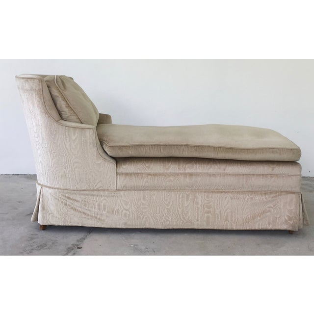 Vintage upholstered chaise longue chairish for Chaise longue history