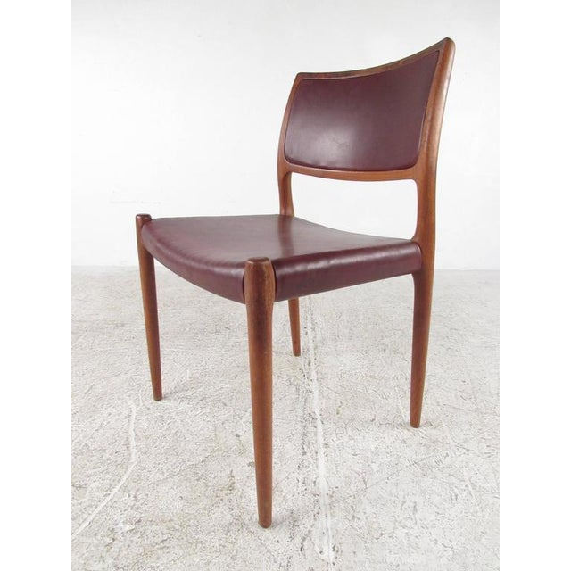 Mid-Century Modern Danish Teak Dining Table & Model 11 Moller Dining Chairs - Image 5 of 10