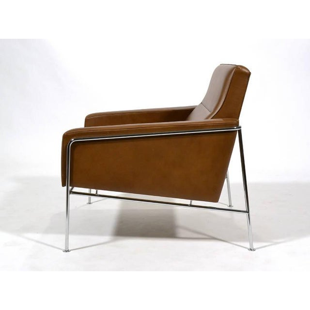 Pair of Arne Jacobsen Series 3300 Lounge Chairs - Image 7 of 11