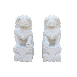 Chinese Pair Distressed Off White Marble Stone Fengshui Foo Dogs Statues