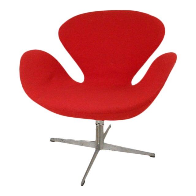 Swan Chair by Arne Jacobsen for Fritz Hansen - Image 1 of 4