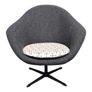 Overman Space Age Swivel Pod Lounge Chair