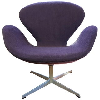 Vintage Swan Chair by Arne Jacobsen for Fritz Hans