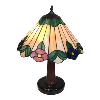Stained Glass Floral Motif Table Lamp