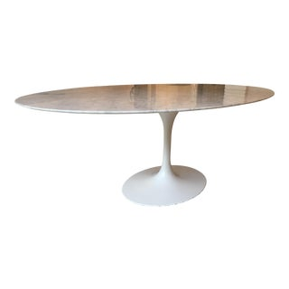 Oval-Shaped Tulip Dining Table