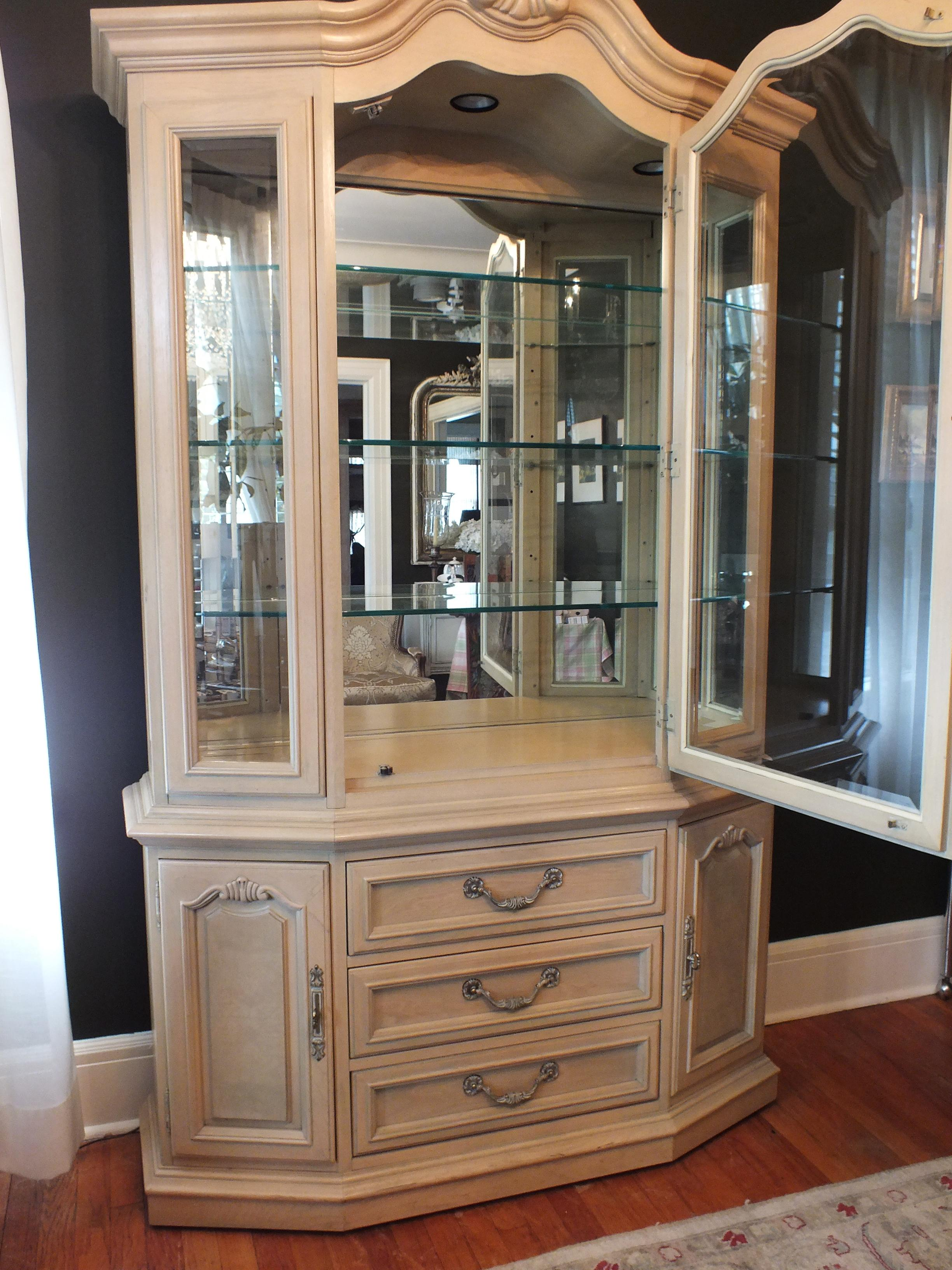 Thomasville Country French China Cabinet   Image 5 Of 11