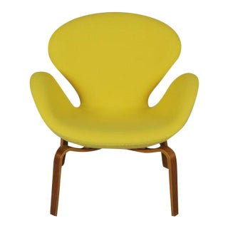 Swan Chair with Wooden Legs by Arne Jacobsen