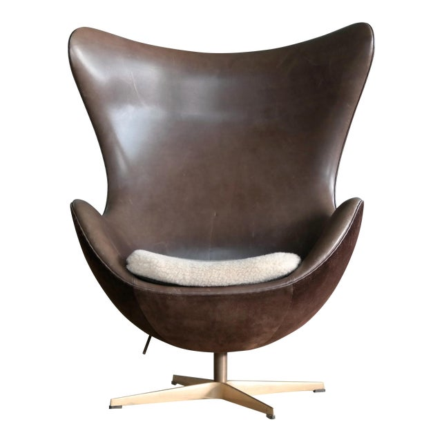 Golden Egg Chair Special Anniversary Edition by Fritz Hansen - Image 1 of 11
