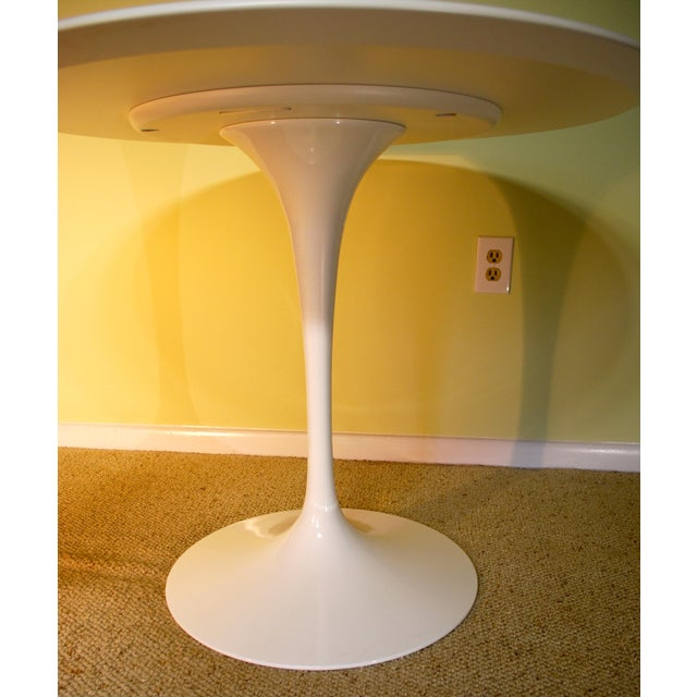Saarinen White Laminate Dining Table - Image 4 of 9