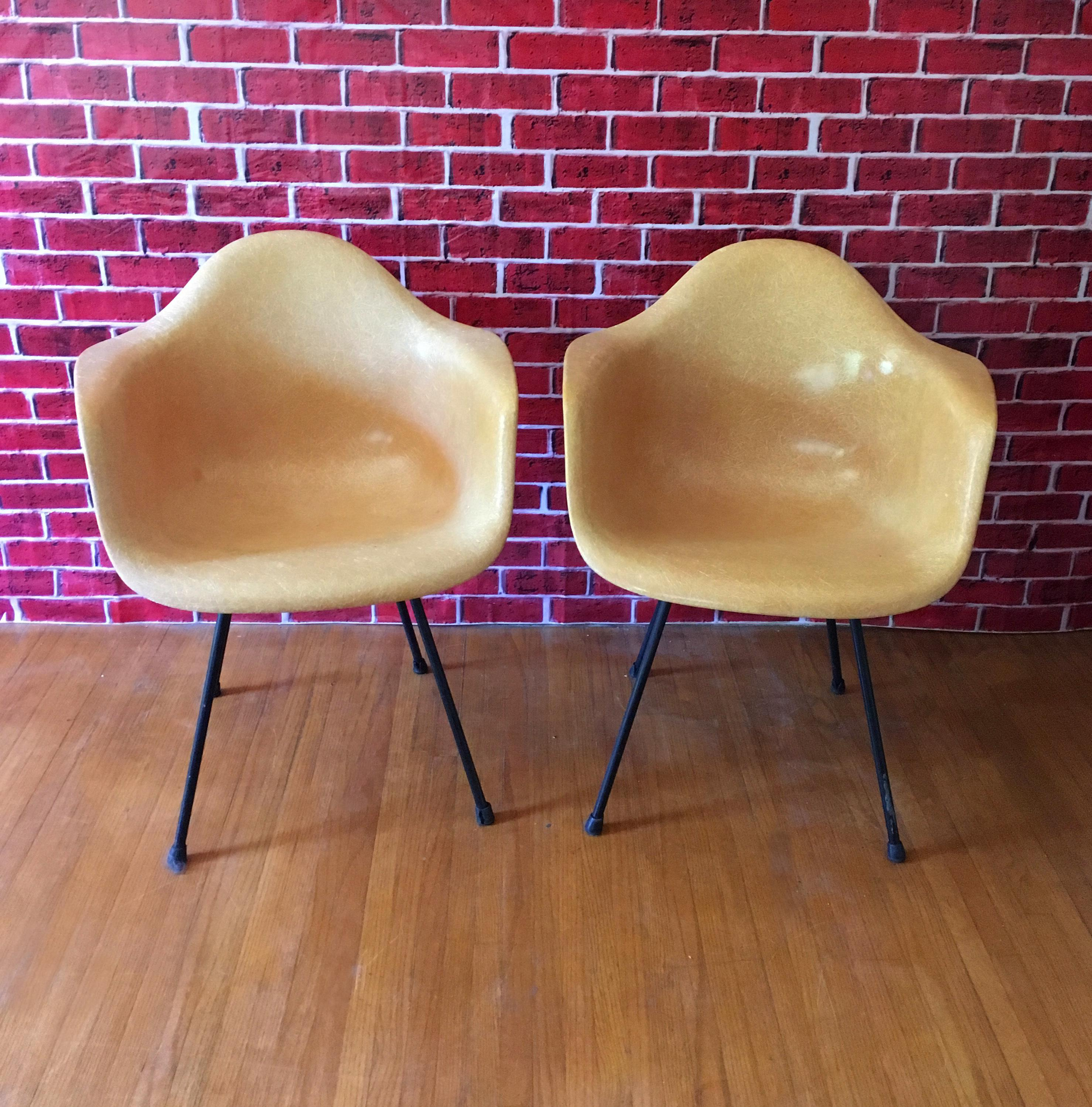 1950u0027s Herman Miller Eames Molded Fiberglass Chairs   A Pair   Image 3 Of 11