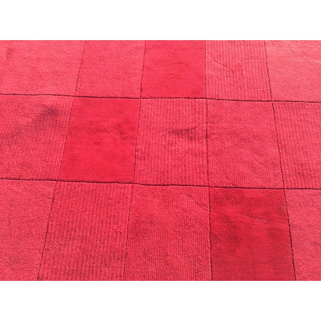 "Red Hand-Tufted Rug - 4'8"" x 6'8"" - Image 3 of 8"