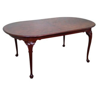 Henkel Harris Flame Mahogany Oval Queen Anne Dining Table