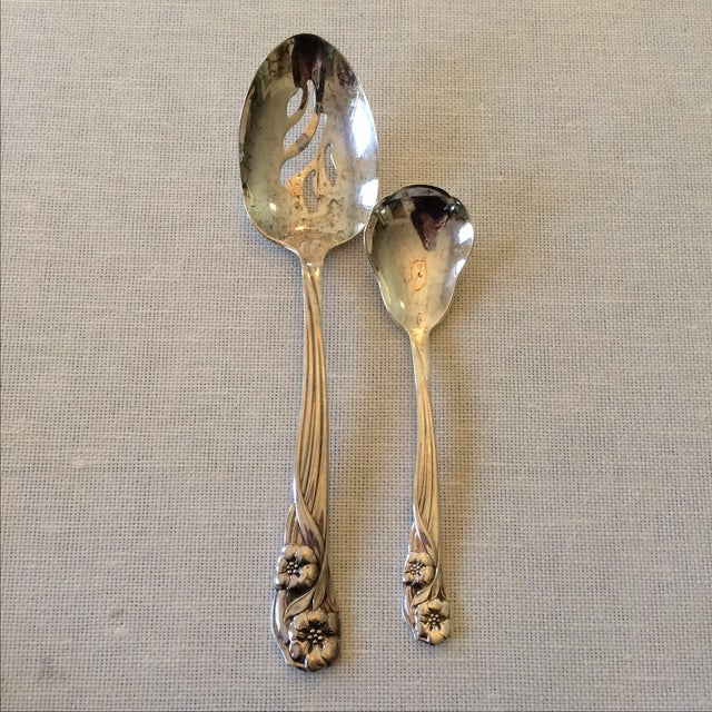 Oneida Trillium Silverplate Service for 6 Flatware - Image 8 of 10