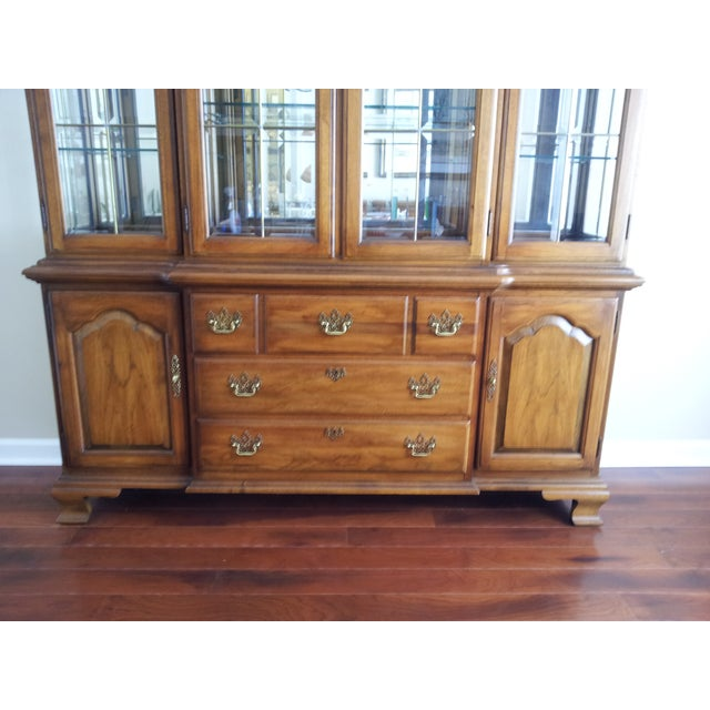 """Thomasville """"Fisher Park"""" China Cabinet/Buffet - Image 3 of 6"""
