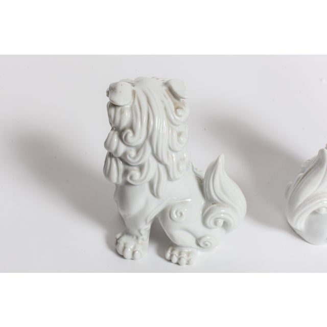 White Ceramic Foo Dogs - A Pair - Image 3 of 4