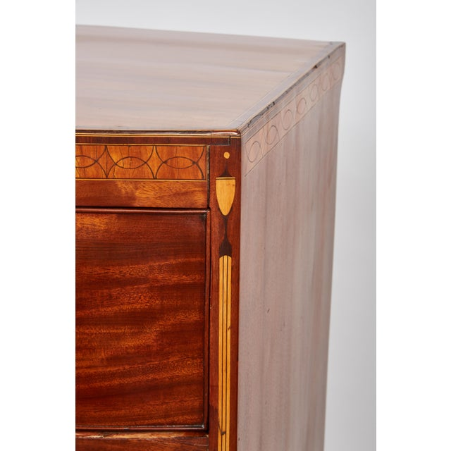 English 19th Century Medium Brown Mahogany Bow Front Chest of Drawers with Inlay - Image 3 of 10